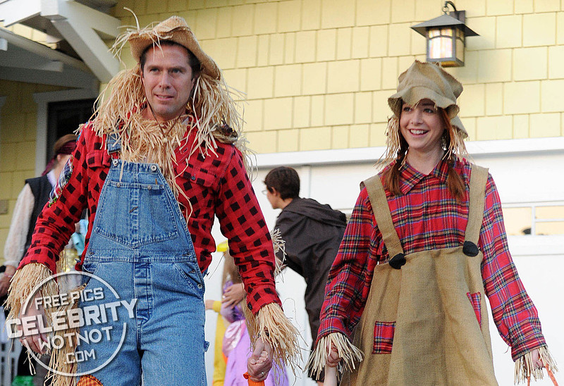 Alyson Hannigan And Husband Are Mr & Mrs Scarecrow for Halloween! LA