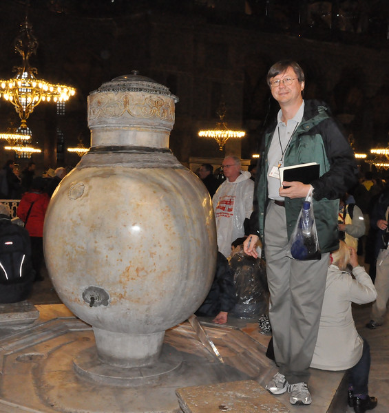 2010-10-28  144  Hagai Sophia, Istanbul - Jay and a Huge Jar from Pargamon, made in the 3rd Century BC
