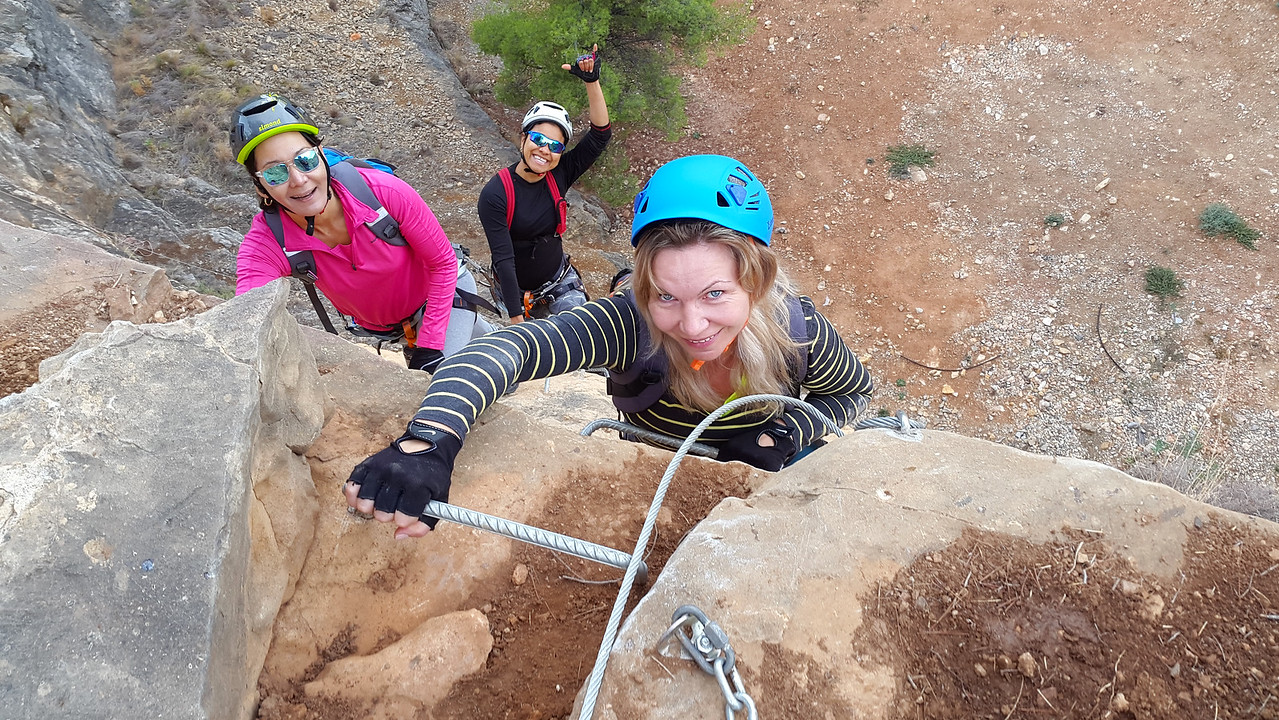 Happy chicas on the Albir Via Ferrata