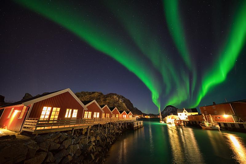 mortsund-norway-aurora-northernlights-water.jpg