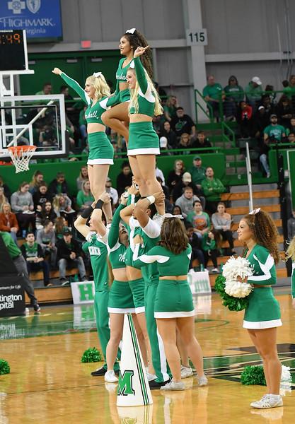 cheerleaders0424.jpg