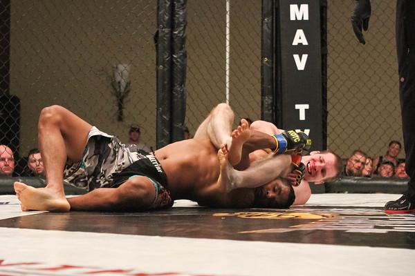 Eddie Larrea vs Aaron Young