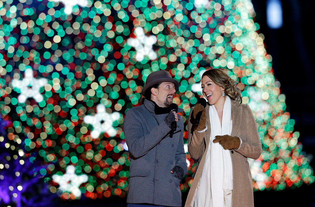 . Jason Mraz, left, and Colbie Caillat, sing during the 90th annual National Christmas Tree Lighting ceremony on the Ellipse south of the White House, Thursday, Dec. 6, 2012 in Washington. (AP Photo/Alex Brandon)