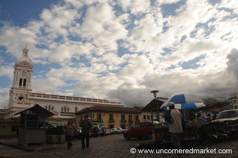Plaza San Francisco - Cuenca, Ecuador