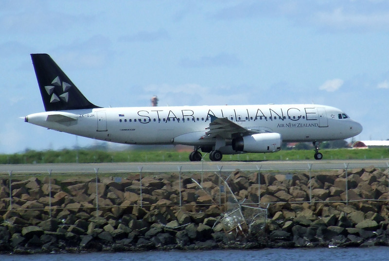 Air New Zealand Airbus A320-232 ZK-OJH Star Alliance
