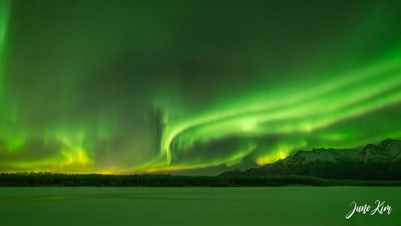 Nov20_Knik River Aurora__6105198-Edit-Juno Kim.jpg
