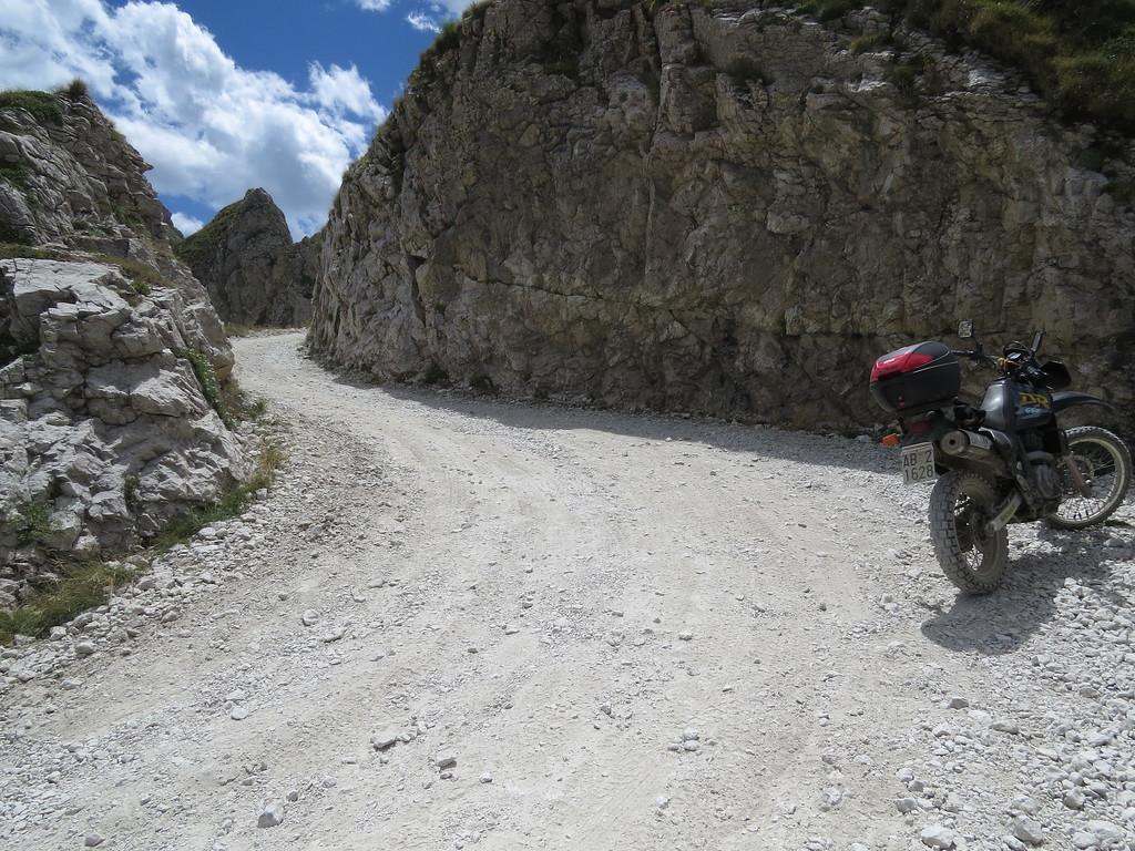 SG 3. Col de la Boaire op Ligurische Grenskam Route. Na de sanering van 2013. Niet heel krap. Niet heel steil.