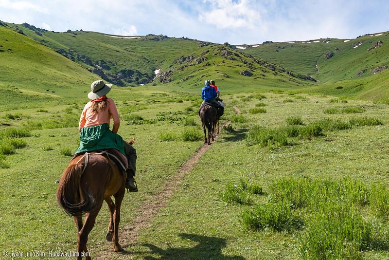 Song Kol Horse Trek-6106122.jpg