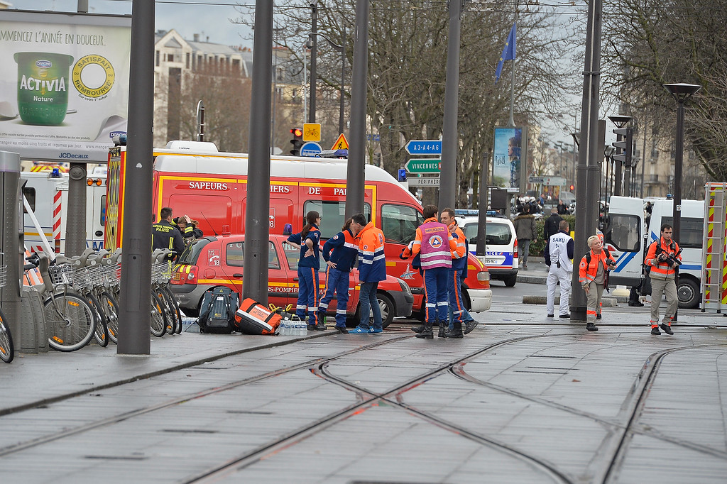 . Emergency services mobilize with reports of a hostage situation at Port de Vincennes on January 9, 2015 in Paris, France. According to reports at least five people have been taken hostage in a kosher deli in the Port de Vincennes area of Paris. A huge manhunt for the two suspected gunmen in Wednesday\'s deadly attack on Charlie Hebdo magazine has entered its third day.  (Photo by Aurelien Meunier/Getty Images)