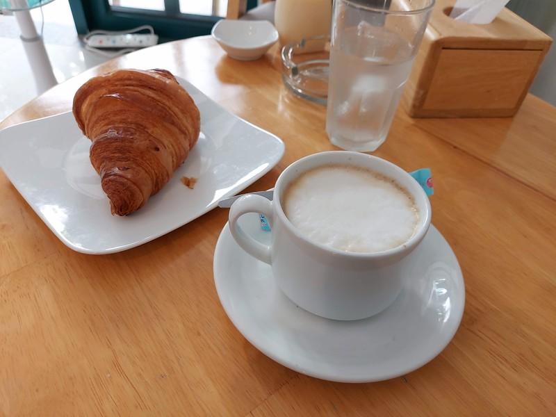 20210330_133552-au-bon-pain-coffee.jpg