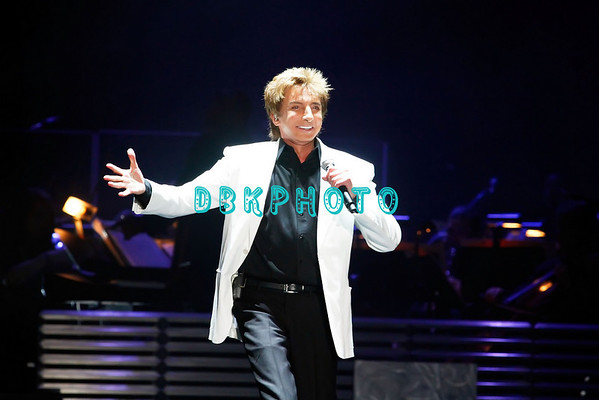 DBKphoto / Barry Manilow 08/14/2010