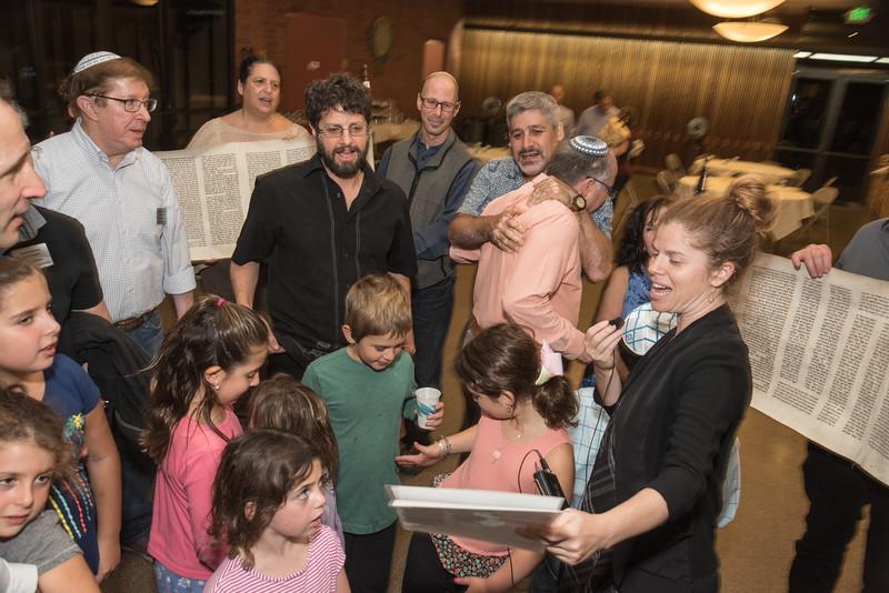 Simchat Torah4665.jpg
