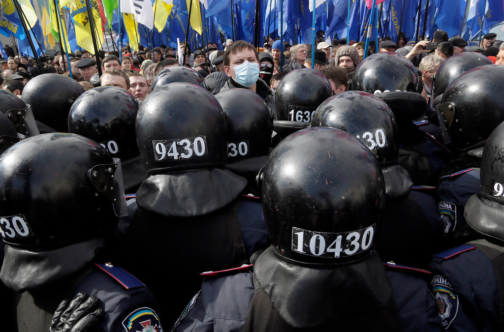 . Ukrainian riot police guard the parliament building during an opposition rally in Kiev, Ukraine, Tuesday, April 2, 2013. Several thousand demonstrators rallied in Kiev to demand a mayoral election and to complain that the city was slow to clean up after last month\'s heavy blizzard that paralyzed the Ukrainian capital. (AP Photo/Efrem Lukatsky)