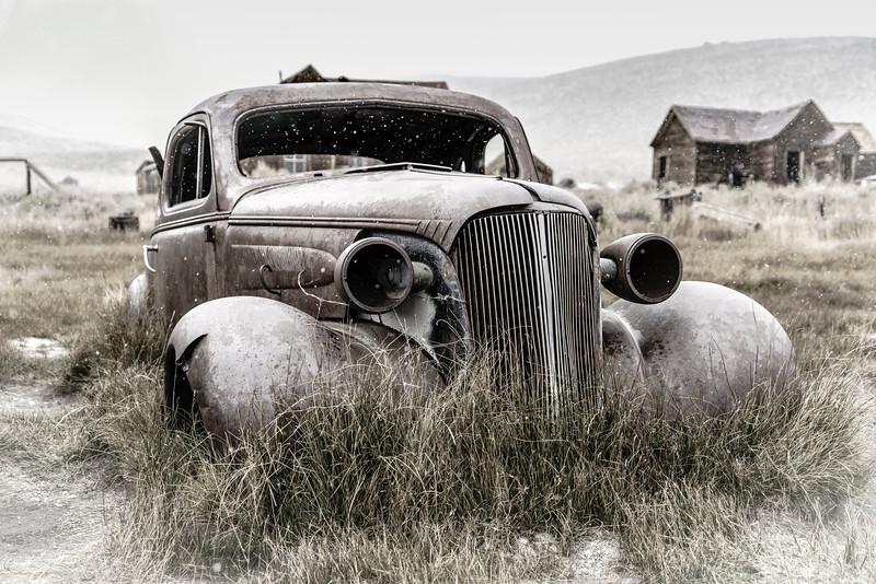Old Car Desaturated (1 of 1).jpg