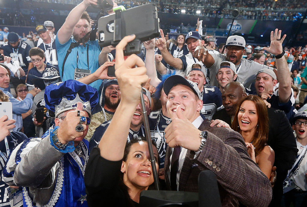 . Boise State\'s Leighton Vander Esch, bottom right, takes a selfie with Dallas Cowboys fans after being chosen by the team during the first round of the NFL football draft, Thursday, April 26, 2018, in Arlington, Texas. (AP Photo/Michael Ainsworth)
