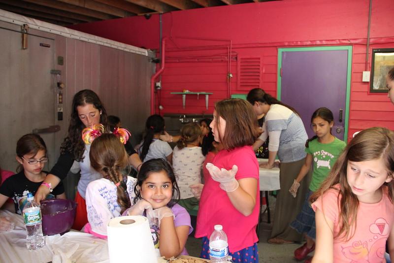 kars4kids_thezone_camp_girlsDivsion_activities_baking (80).JPG
