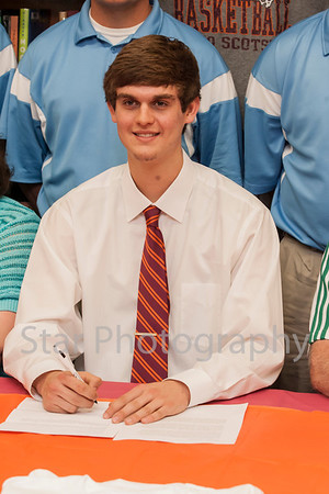 Wesley Murray signing with Maryville in basketball 05-08-13