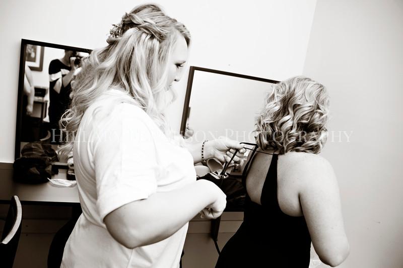 Hillary_Ferguson_Photography_Melinda+Derek_Getting_Ready172.jpg