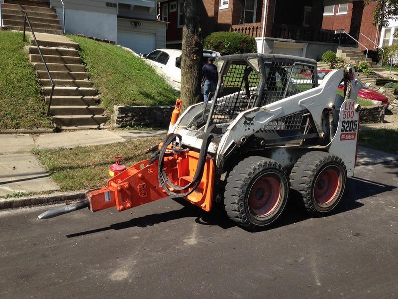 NPK PH3 hydraulic hammer on Bobcat Skid Steer (2).JPG