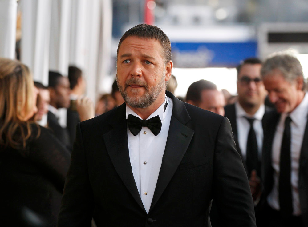 . Actor Russell Crowe arrives at the 19th annual Screen Actors Guild Awards in Los Angeles, California January 27, 2013.  REUTERS/Mario Anzuoni