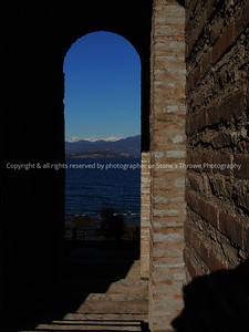 025-doorway-sirmione_italy-29dec04-0220