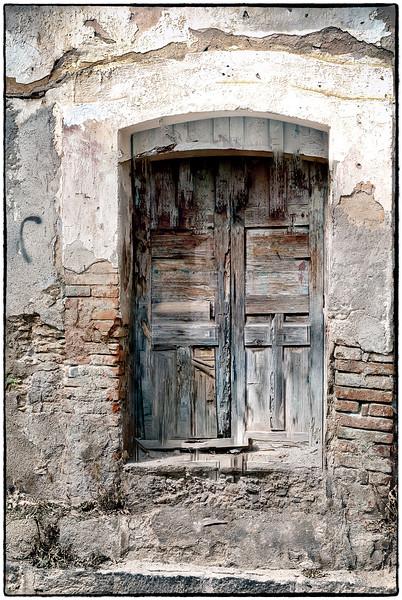Pozos Brown Door