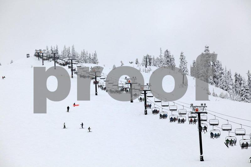 Snoqualmie ski area 8881.jpg