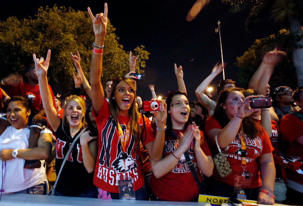 Description of . Northern Illinois fans cheer the arrival of the team before the Orange Bowl NCAA college football game against Florida State, Tuesday, Jan. 1, 2013, in Miami.  (AP Photo/Alan Diaz)