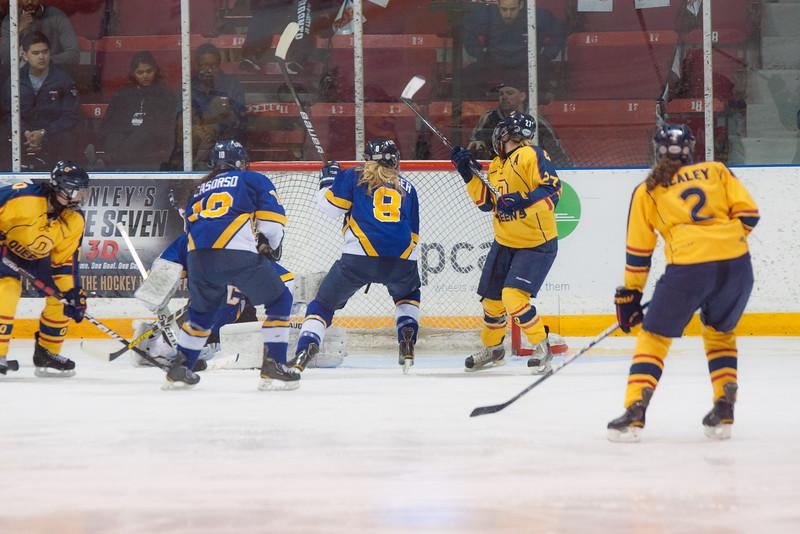 20130310 QWHockeyvsUBC 568.jpg