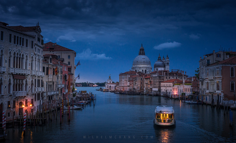 Venice-Grand-Canal-and-boat-at-dawn-1.jpg
