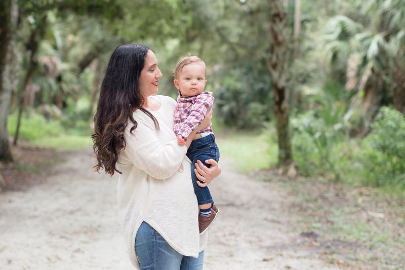 Holiday Minis- Acosta Family-54.jpg