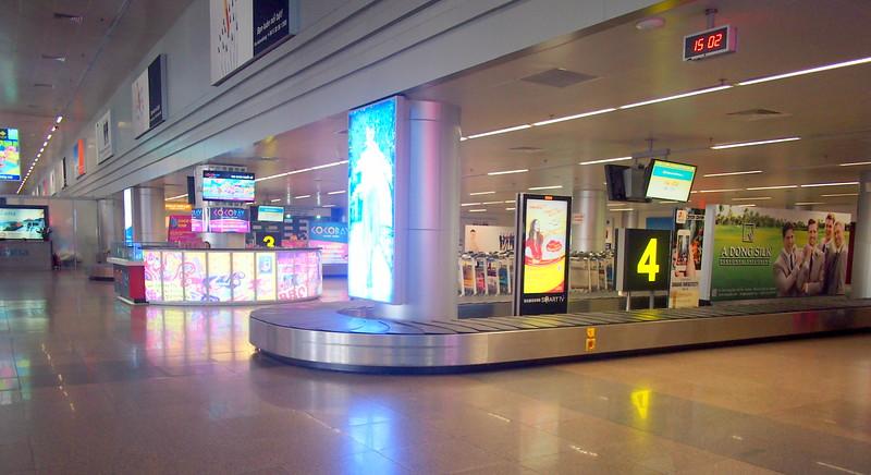 P3050264-baggage-claim.JPG
