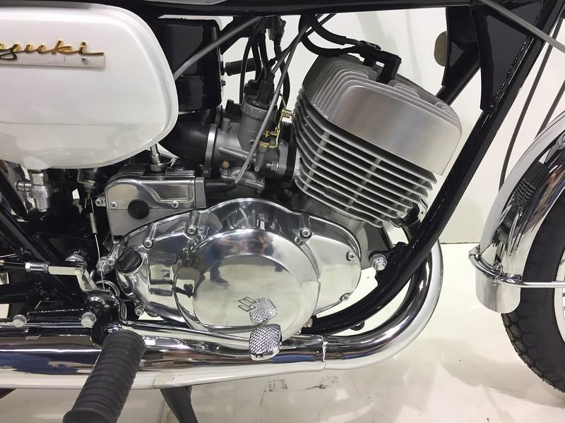 Suzuki 1969 T350 (8).JPG