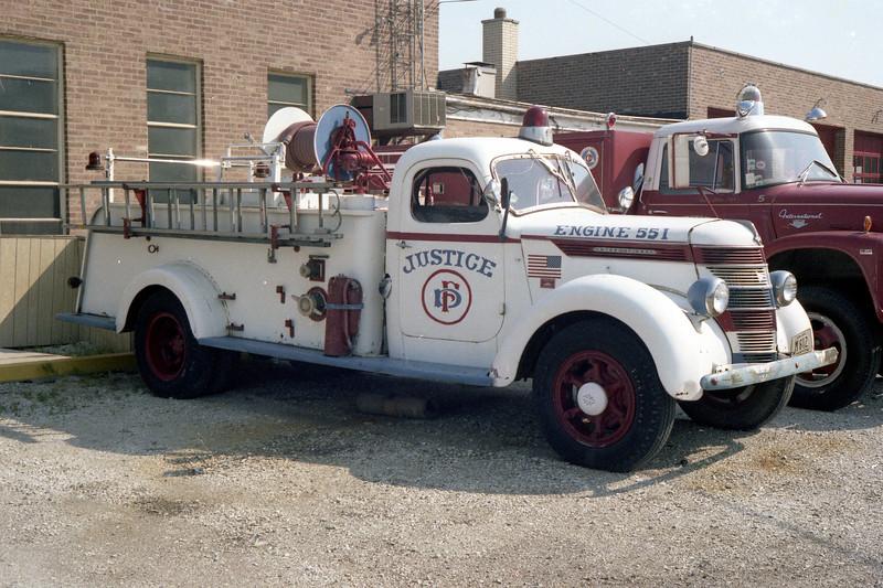 JUSTICE ENGINE 551 1947 IHC - DARLEY  500-300 PAINTED WHITE.jpg