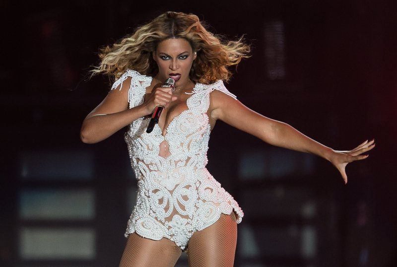 """. <p><b> Beyonce got a scare at a concert in Brazil on Sunday night when she was dragged off stage by a crazed � </b> <p> A. Fan  <p> B. Roadie  <p> C. Kanye West  <p><b><a href=\'http://www.nydailynews.com/entertainment/gossip/beyonce-grabbed-pulled-stage-crazed-fan-brazil-article-1.1457148\' target=\""""_blank\"""">HUH?</a></b> <p>    (Buda Mendes/Getty Images)"""