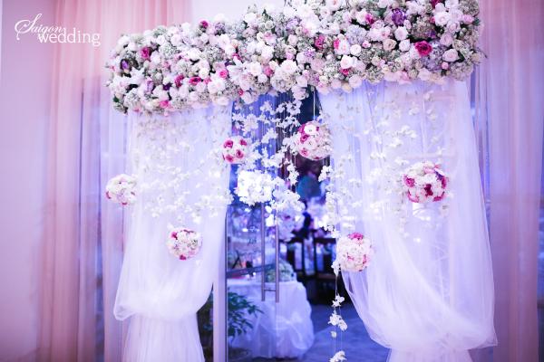 Tiệc cưới lãng mạn tại khu vườn ngoài trời trong xanh