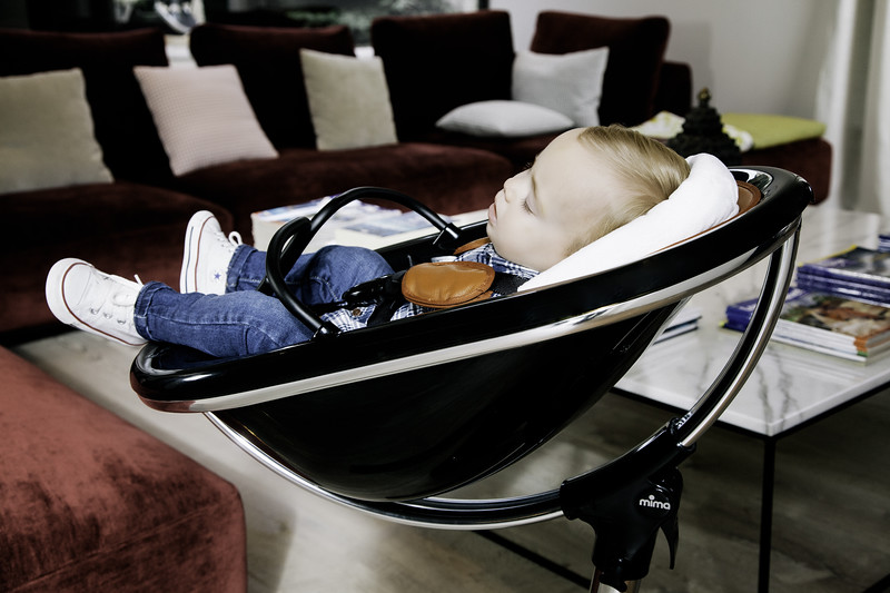mima_high_moon_black_baby_sleeping_with_headrest.jpg