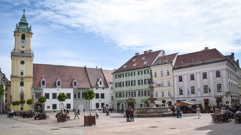 Bratislava: Hlavne Namestie (Main Square)