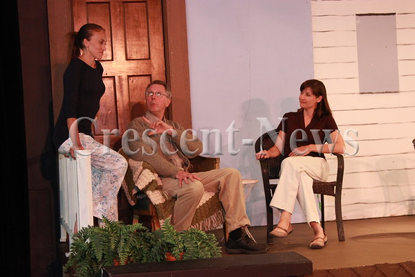 06-19-16 NEWS Fort Defiance Players' rehearsal