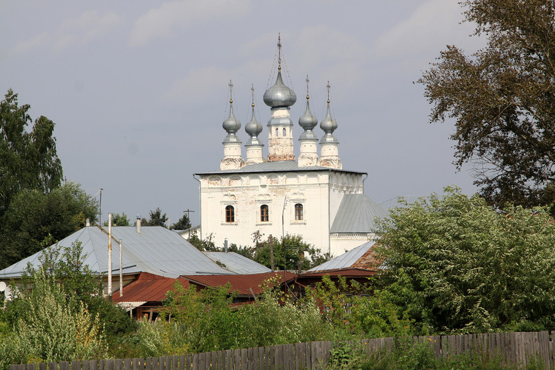 Suzdal - 5 domed church (not sure which one) and nearby houses.