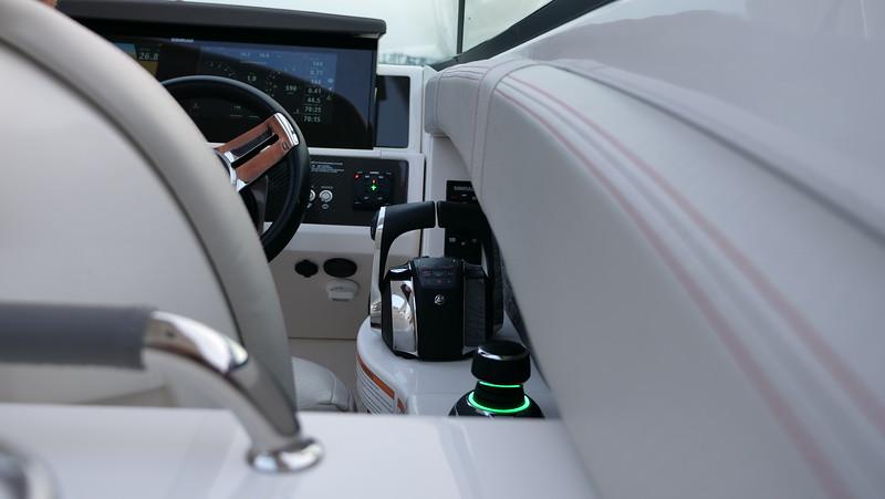 SLX-R-350-Outboard-DTS-joystick-2.JPG