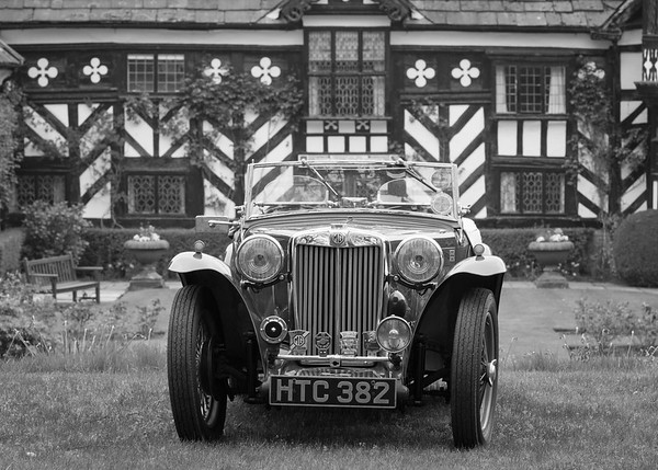 Gawsworth Hall Classic Car Show - Mon 01 May 2017
