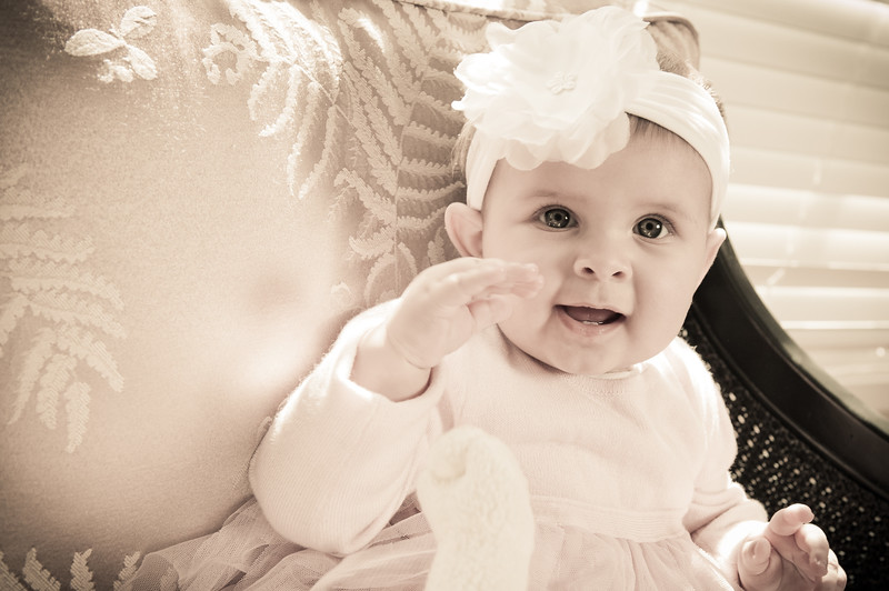 Lily at 6 months-4610.jpg