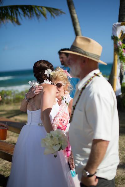 gillin beach kauai wedding-117.jpg