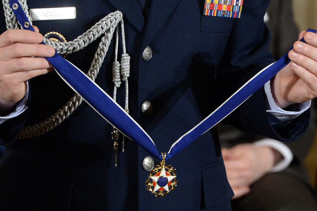 . An officer of the US Air Force holds the Presidential Medal of Freedom to be awarded to recipients by US President Barack Obama (not pictured), during a ceremony in the East Room of the White House in Washington DC, USA, 20 November 2013.  EPA/MICHAEL REYNOLDS