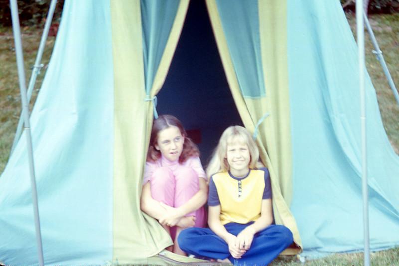 1004 - Linda, Cheryl (8-72).jpg