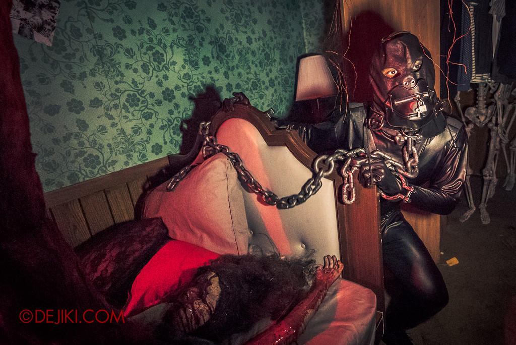Halloween Horror Nights 7 - HEX haunted house / bound by chains
