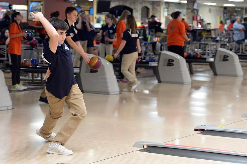 boys_bowling_9799.jpg
