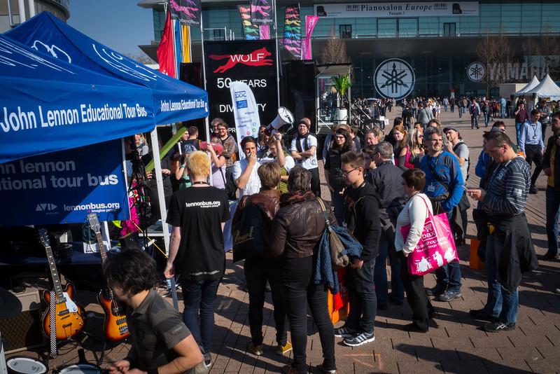 2014_03_12, Frankfurt, Germany, Messe Frankfurt, Tent, Line, eu.lb.org