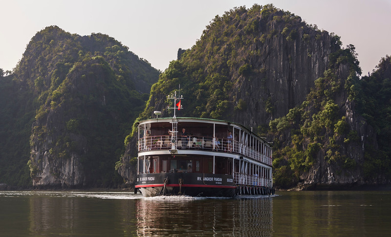 halong-bay--red-river_32187493393_o.jpg